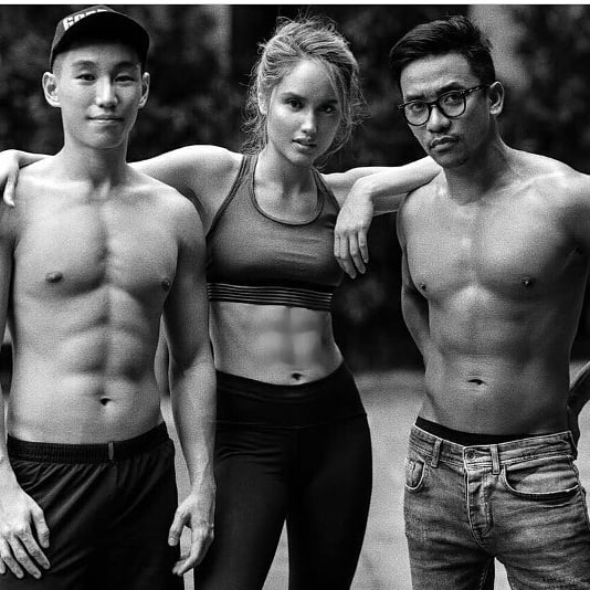 Menopang tubuh dengan olahraga memang sanggup menjaga kebugaran Perut Rata Cinta Laura Menambah Pesona dan Dapat Membuat Bung Bahagia