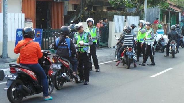 Maraknya pungli yang dilakukan oleh beberapa oknum kepolisian Kepolisian Hadirkan Tilang Elektronik guna Mencegah Pungli, Bagaimana Mekanismenya?