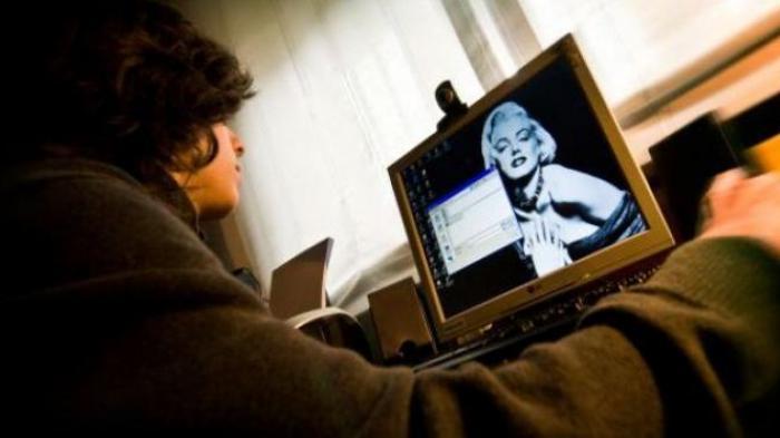 Bung harus berhenti menyaksikan adegan panas Otak Dapat Kembali Jernih Apabila Bung Berhenti Menonton Pornografi