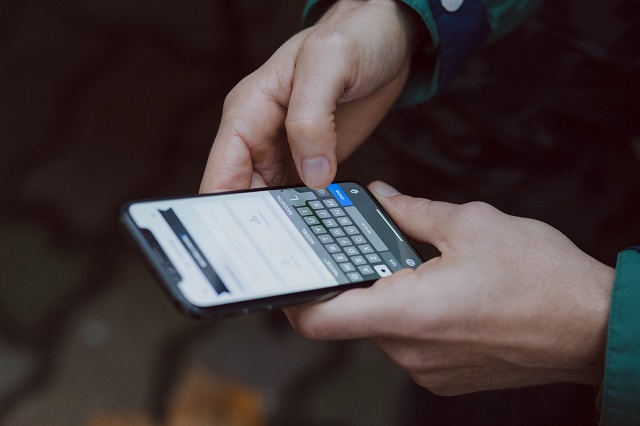 Zaman modern ini menciptakan pengguna gawai tipe  Chatting Atau Pesan Instan Bisa Mempengaruhi Kesehatan Kalau Luput dari Perhatian