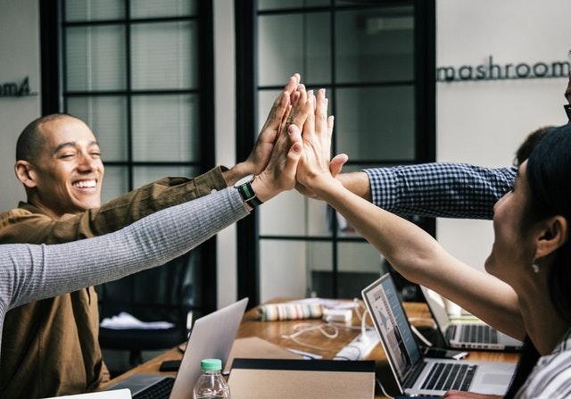 Banyak faktor memang yang mengakibatkan timbulnya stres di tempat kerja Agar Lebih Bahagia Di Tempat Kerja