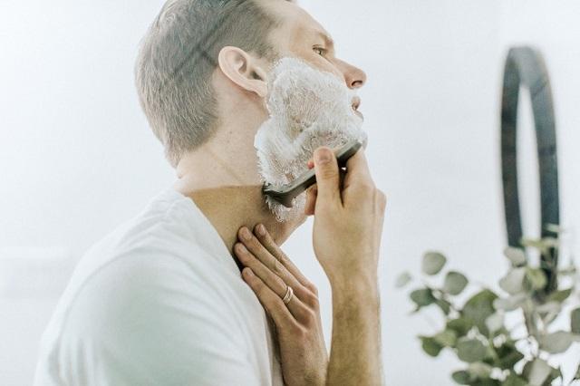 rambut berserakan hanya dirapihkan dengan tangan bukan dengan sisir Muka Bersih dan Rambut Rapih, Tak Dipandang Nona Kalau Bulu Hidung Tidak Rapih
