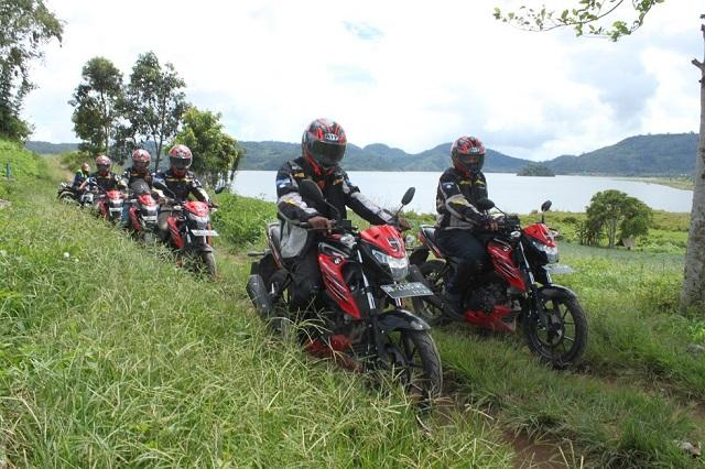 Touring selalu jadi kegiatan yang menyenangkan Jajal Aspal Manado, Suzuki GSX150 Bandit Babat Habis Semua Lintasan Menantang