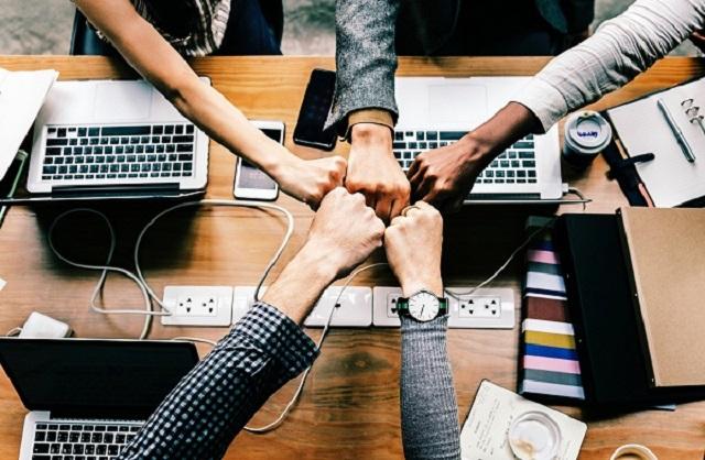 ada kalanya bung ditunjuk sebagai pemimpin rapat Saat Menjadi Pemimpin Rapat, Bung Harus Bisa Mengatur Anggota dengan Erat