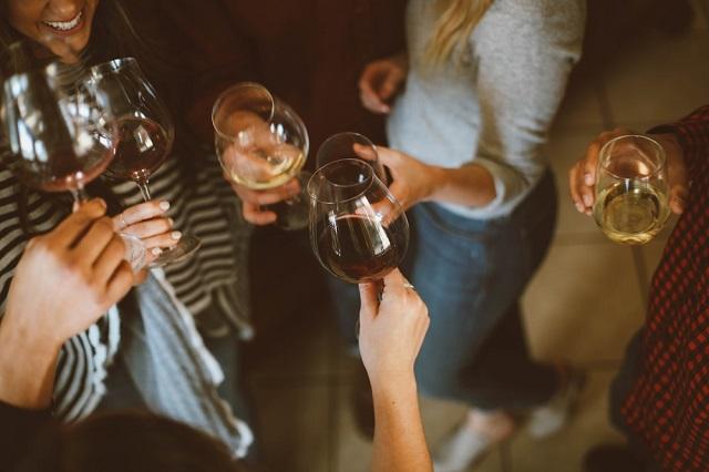 laki yang patah hati kerap mengakibatkan alkohol sebagai solusi Cinta Ditolak, Alkohol Bertindak