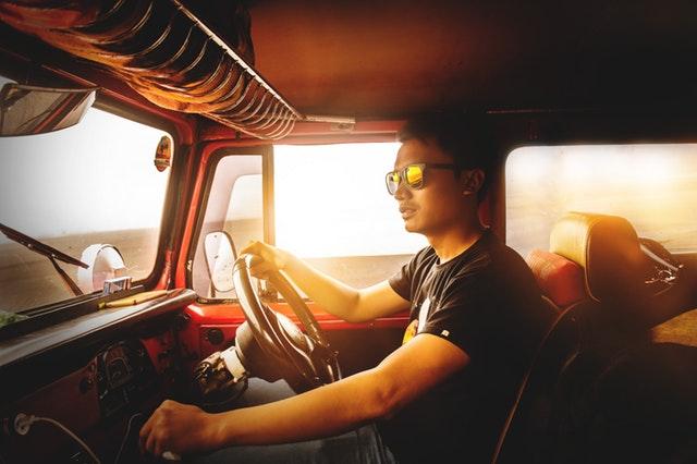 Agar sanggup dilirik secara tepat oleh lawan jenis kita harus berpenampilan menarik Agar Dilirik Lawan Jenis, Coba Pajang Foto Profil Dengan Mobil Jeep